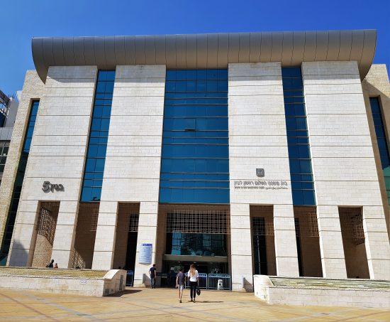 בית משפט השלום בראשון לציון אי הרשעה-  זיוף תעודת זהות, התחזות במבחן, קשירת קשר להונות